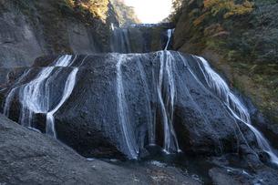 晩秋の袋田の滝の写真素材 [FYI04732293]
