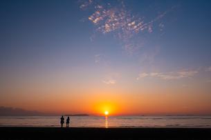 【香川県 三豊市】父母ヶ浜の夕暮れ 海の写真素材 [FYI04732421]