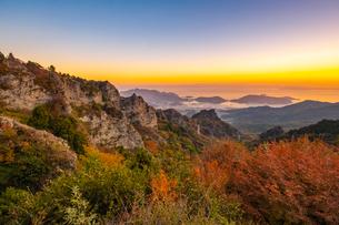 【香川県 小豆島】夕方の秋の寒霞渓の様子の写真素材 [FYI04732422]