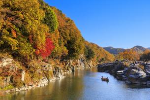 長瀞岩畳の紅葉の写真素材 [FYI04732474]