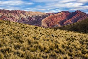 ウマワカ渓谷:14色の山「オルノカル」の写真素材 [FYI04732561]