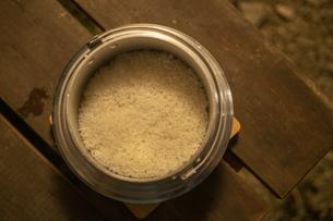 飯盒で炊いたご飯の写真素材 [FYI04732809]