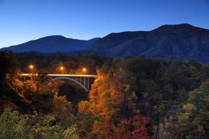 鳴子峡の夕景の写真素材 [FYI04732994]