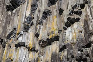 荒々しくも美しい華厳渓谷の柱状節理の写真素材 [FYI04733253]