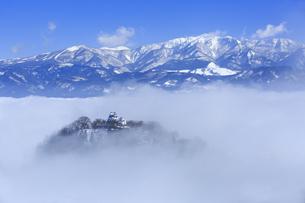 雲海の越前大野城と白山の写真素材 [FYI04733292]
