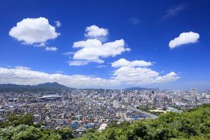 足立公園より望む北九州市街の写真素材 [FYI04733296]