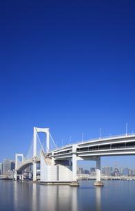 レインボーブリッジと東京タワーの写真素材 [FYI04733309]