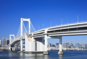 レインボーブリッジと東京タワーの写真素材 [FYI04733310]