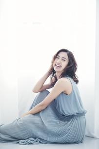若い日本人女性の写真素材 [FYI04733652]