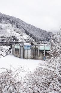 雪の二瀬ダムの写真素材 [FYI04734659]