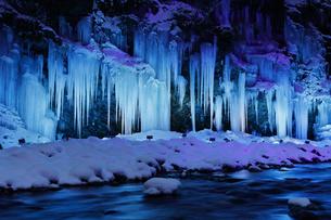 三十槌の氷柱のライトアップの写真素材 [FYI04734677]