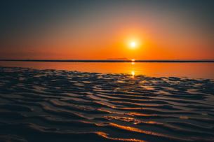【香川県 三豊市】父母ヶ浜の夕暮れ 海の写真素材 [FYI04734688]