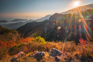 【香川県 小豆島】夕方の秋の寒霞渓の様子の写真素材 [FYI04734691]