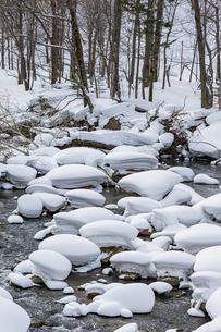 石狩川の真冬の光景の写真素材 [FYI04734697]