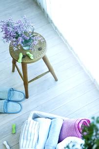 窓辺の洗濯物の写真素材 [FYI04735161]