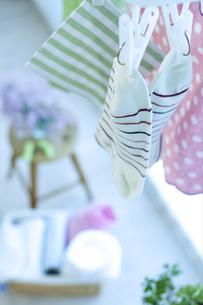 窓辺の洗濯物の写真素材 [FYI04735162]