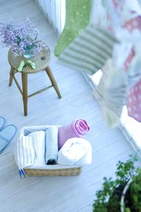 窓辺の洗濯物の写真素材 [FYI04735163]