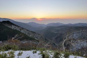 知床峠の日の出(北海道・知床)の写真素材 [FYI04735196]