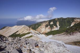 硫黄山から見た知床岬(北海道・知床)の写真素材 [FYI04735212]