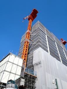 高層マンションの建設現場の写真素材 [FYI04736062]