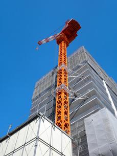 高層マンションの建設現場の写真素材 [FYI04736064]