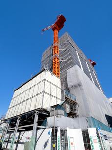 高層マンションの建設現場の写真素材 [FYI04736065]