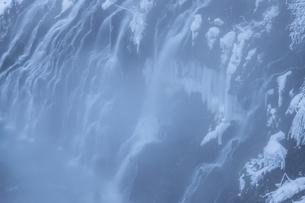 真冬の白髭の滝の写真素材 [FYI04736489]