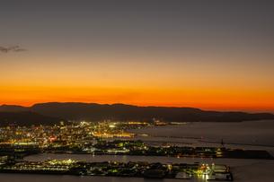【香川県 高松市】屋島山頂から見る高松市街の様子 夕方の写真素材 [FYI04736687]