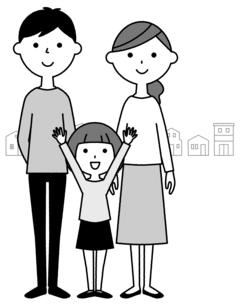 仲良しファミリー 二世代家族と街並みのイラスト素材 [FYI04737013]