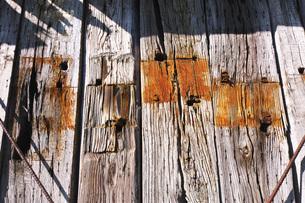 旧奥行臼駅の石炭倉庫の枕木の壁の写真素材 [FYI04737101]