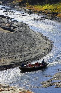 長瀞舟下り 荒川の渓谷を和舟で舟下りの写真素材 [FYI04737213]