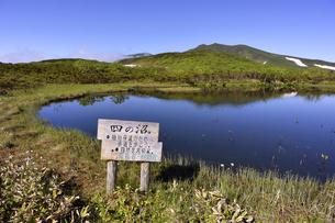 夏の羅臼湖(北海道・知床)の写真素材 [FYI04737376]