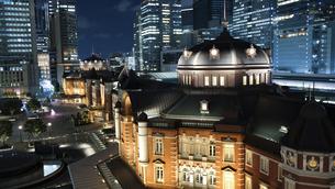 東京駅 丸の内 夜景の写真素材 [FYI04737493]