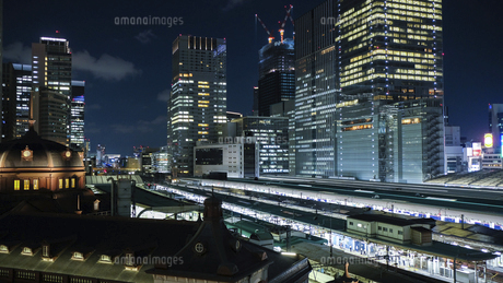 東京駅 八重洲側 夜景の写真素材 [FYI04737494]