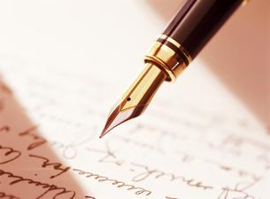 万年筆と手紙の写真素材 [FYI04737539]