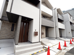 完成間近の建売り住宅の写真素材 [FYI04737701]