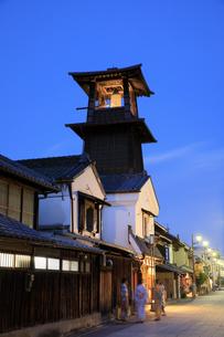 川越の時の鐘の夕景の写真素材 [FYI04737751]