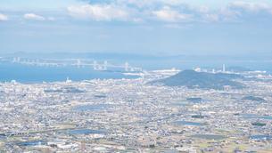 大麻山からみる香川県の街並みの様子 都市風景の写真素材 [FYI04737943]