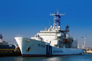 横浜港に停泊する巡視船の写真素材 [FYI04738533]