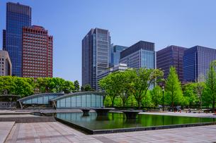 和田倉噴水公園、新型コロナウィルス騒ぎで噴水稼働停止の写真素材 [FYI04738588]