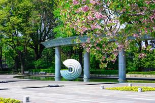 和田倉噴水公園、コロナ騒ぎで噴水稼働停止の写真素材 [FYI04738595]