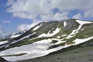 白雲岳と白雲岳避難小屋(北海道・大雪山)の写真素材 [FYI04738738]