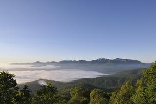雲海と石狩岳(北海道・大雪山)の写真素材 [FYI04738742]
