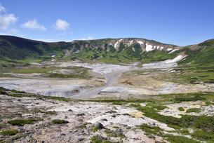 夏のお鉢平(北海道・大雪山)の写真素材 [FYI04738774]