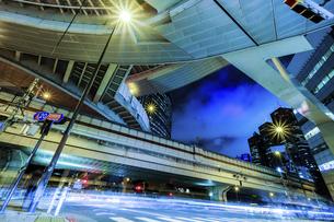 【東京都】西新宿ジャンクション【2020】の写真素材 [FYI04739130]