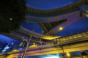 【東京都】西新宿ジャンクション【2020】の写真素材 [FYI04739132]