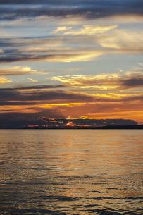 北海道の釧路のドラマチックな美しい日没の海景の写真素材 [FYI04739342]