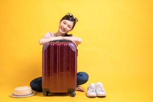 海外旅行を楽しむ若い女性のコンセプト素材の写真素材 [FYI04739606]