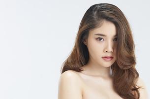ビューティーモデルの美人女性の写真素材 [FYI04739620]