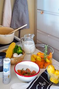 鮭と野菜のクリームシチューの食材の写真素材 [FYI04739740]